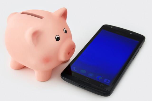 携帯電話と貯金箱