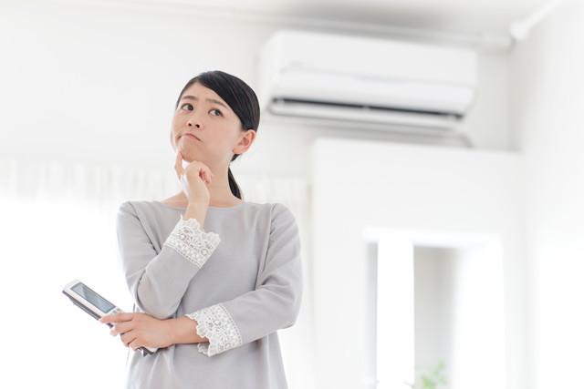 暖房で女性が困っている