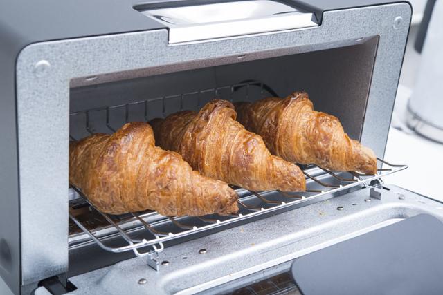 トースターでクロワッサンを焼く