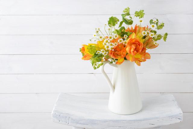 チューリップとその他の花