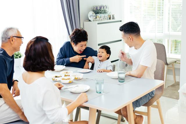 三世代の食卓