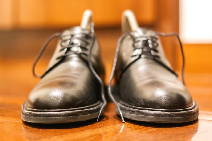 カビの生えた革靴