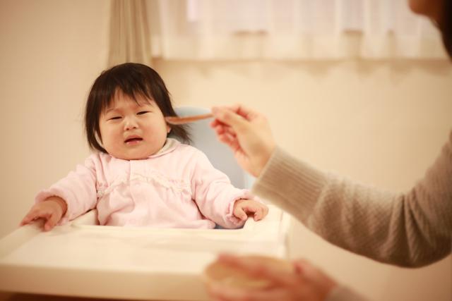 食事を嫌がる赤ちゃん