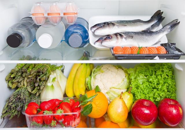 冷蔵庫の中の食べ物