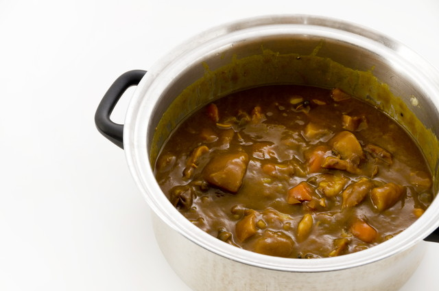 カレーが入ったステンレス鍋