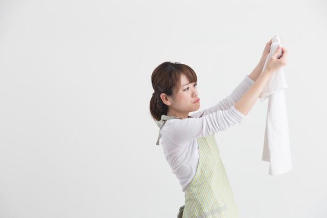 洗濯物に悩む女性