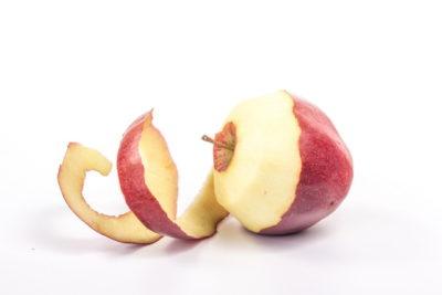 剥きかけのリンゴ