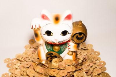 招き猫と五円玉