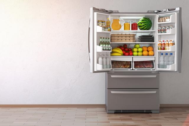 ドアをオープンした冷蔵庫