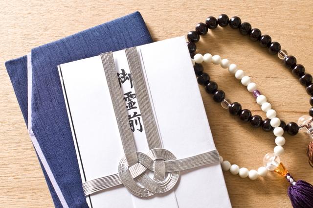 御霊前と2つの数珠