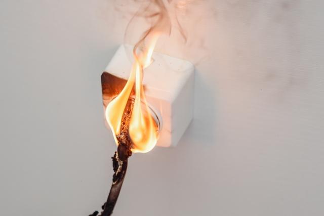 燃えているプラグ