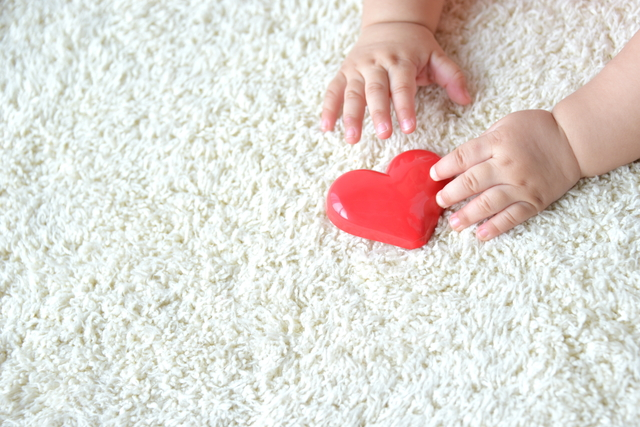 赤ちゃんとカーペット