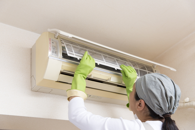 エアコンの掃除でゴキブリ退治