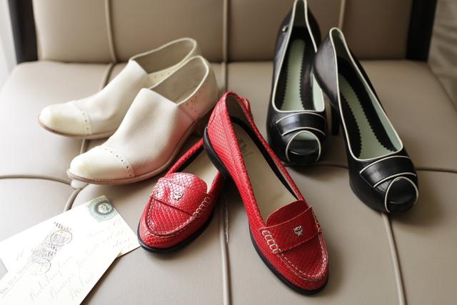 ソファーに飾られた靴