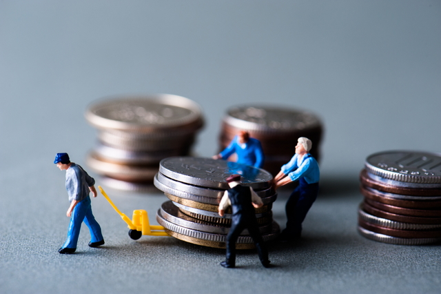 小銭を動かすミニチュア