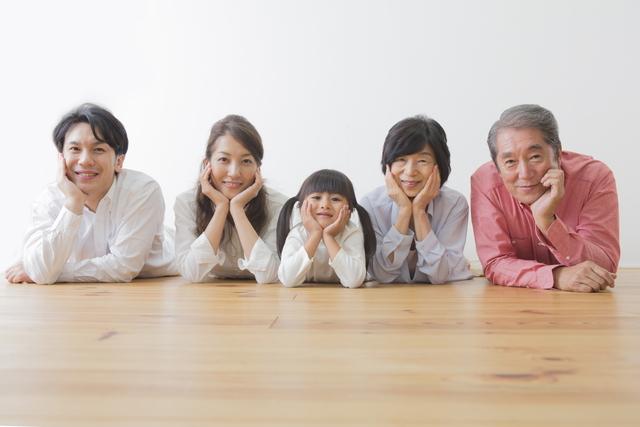 家族の幸せそうな表情