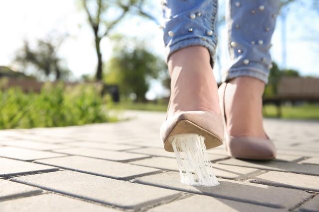 靴の裏についたガム