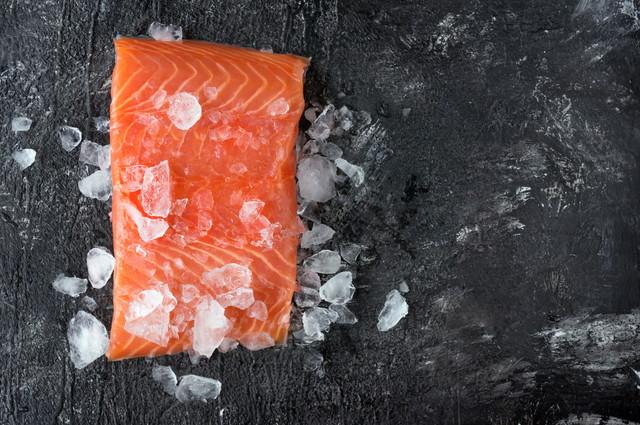氷とさーもんの切り身