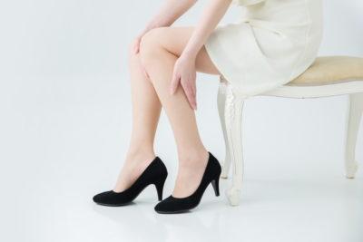 膝を気にする女性