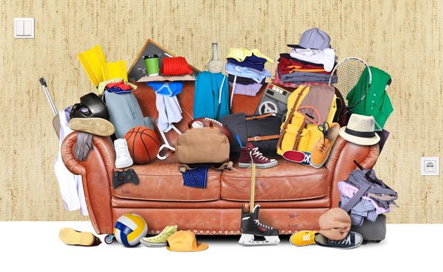 ゴミだらけのソファー