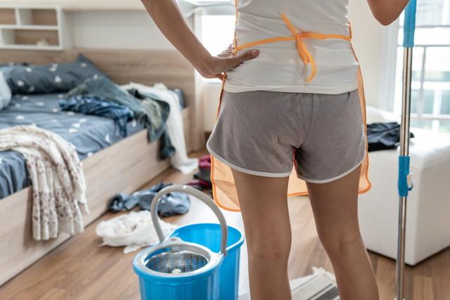 掃除前の女性