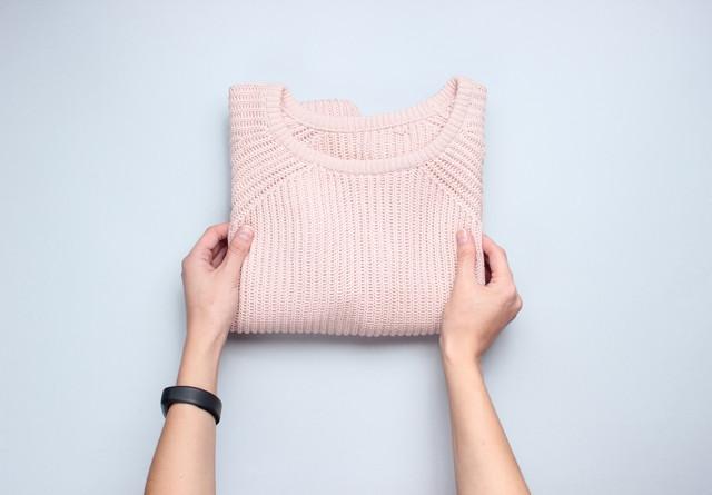 ピンク色のセーター