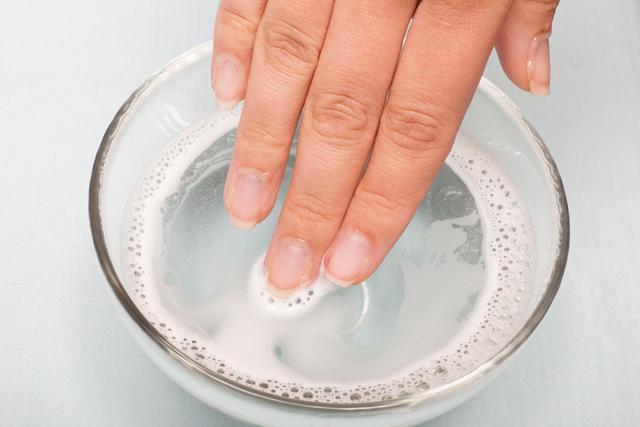 お湯に指を浸ける