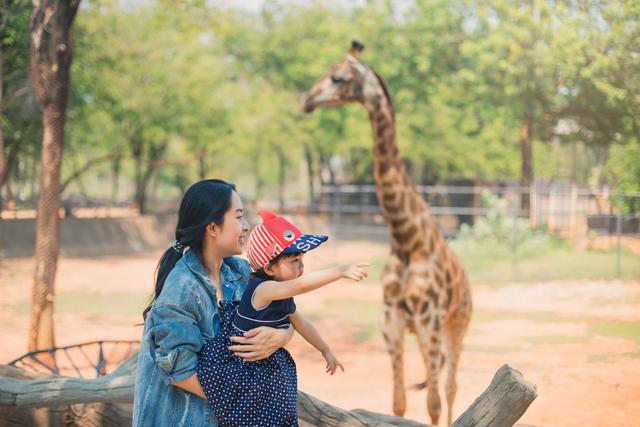 動物園にいる親子