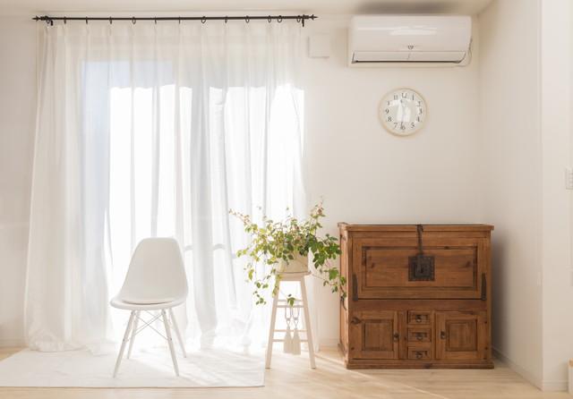 白い部屋とカーテン