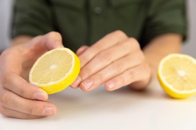 レモンと指先