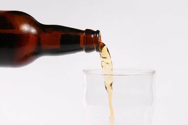 瓶から注ぐ