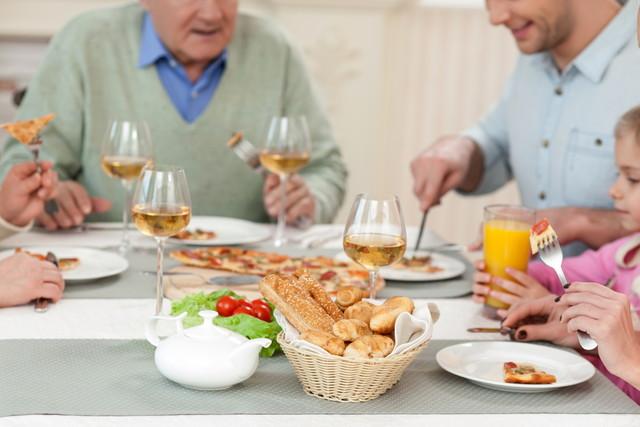 一家団欒の食事風景