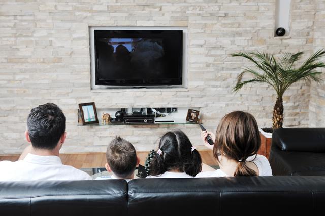 家族でテレビ鑑賞