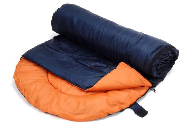 巻かれた寝袋