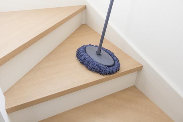 新築住宅の階段の掃除