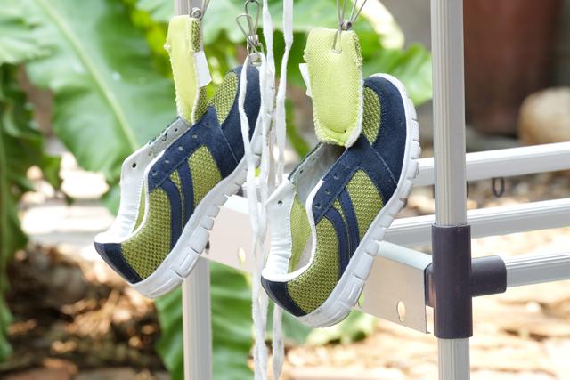 運動靴を乾かす