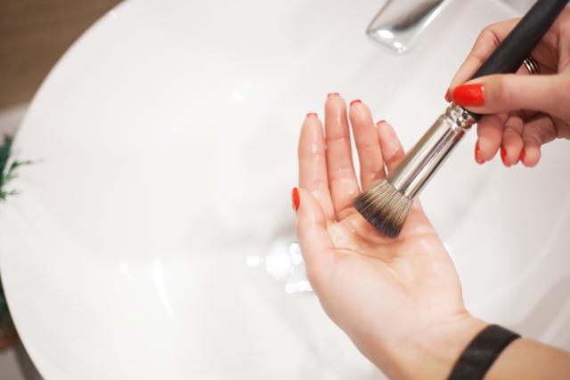 化粧ブラシ洗浄