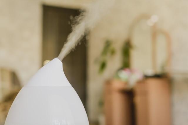 部屋の中の家庭用加湿器