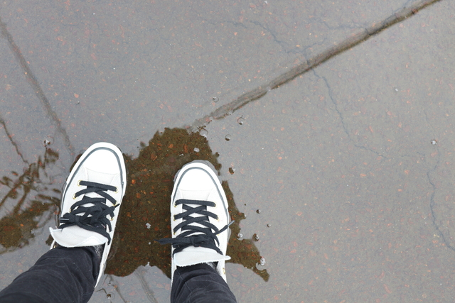 雨の日にスニーカー