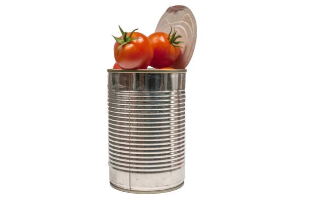 ミニトマトが入った缶
