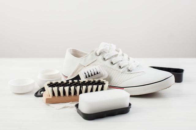 白い靴とお手入れアイテム
