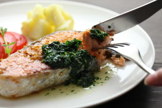ナイフをいれた焼き魚
