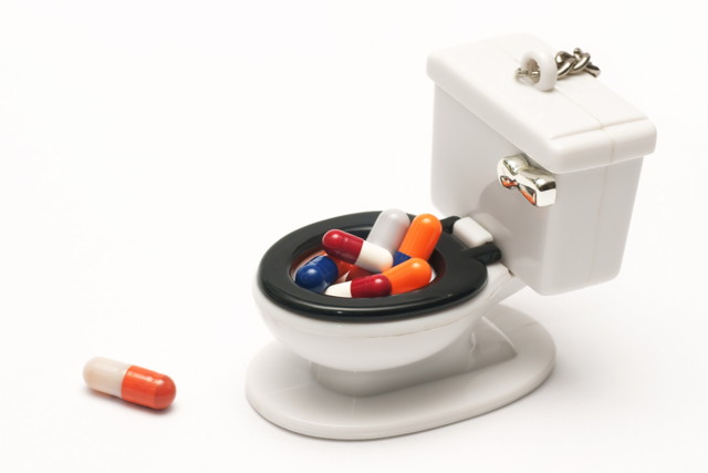 トイレのおもちゃと薬