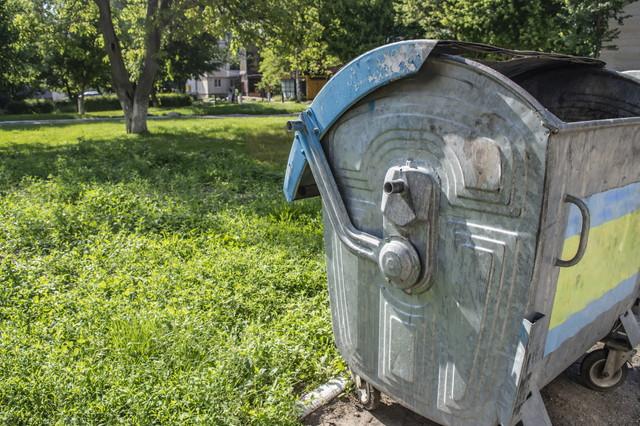 鉄製のゴミ回収箱