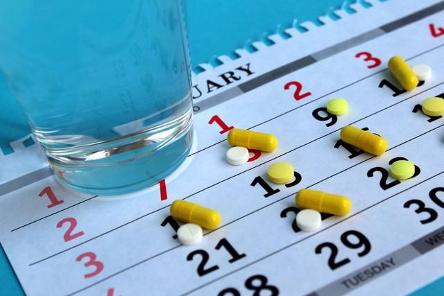 薬とカレンダー