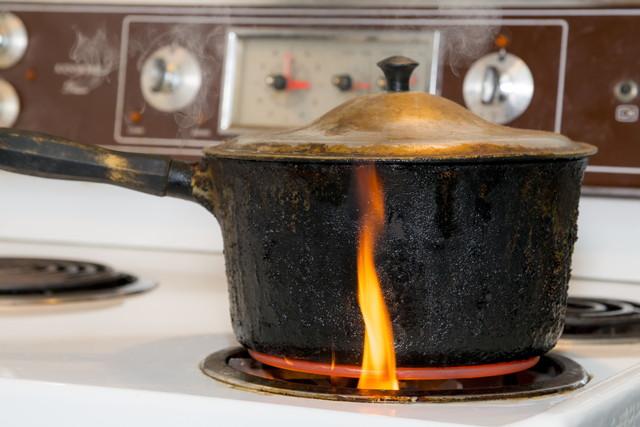 電気コンロによって着火してしまった鍋