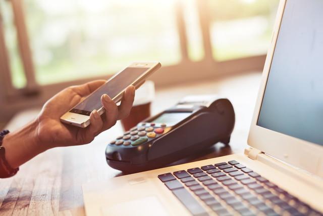 NFC技術で支払う人