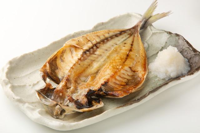 鯵の干物の焼き魚