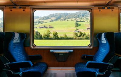 観光列車の車内