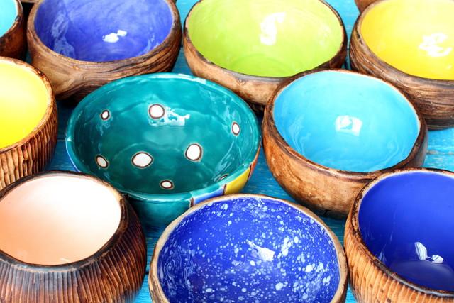 色とりどりの陶器